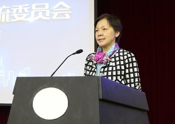 新当选的副主任委员、中国互联网协会副秘书长杨一心讲话并主持大会.jpg